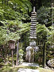 danbokk塚。danbokkの霊を慰めるため、百済の石塔を模して作られた。